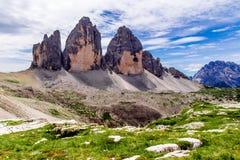 Tre Cime di Lavaredo en las dolomías de Sexten de Italia del noreste Foto de archivo