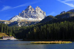 Tre Cime di Lavaredo et lac Misurina Photographie stock