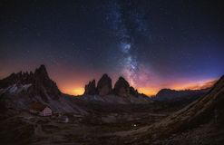Tre Cime di Lavaredo la nuit dans les dolomites en Italie, l'Europe image stock