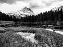 Tre Cime di Lavaredo Mountain ha riflesso nel lago del od Antorno dell'acqua, dolomia, Italia fotografie stock libere da diritti