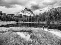 Tre Cime di Lavaredo Mountain ha riflesso nel lago del od Antorno dell'acqua, dolomia, Italia fotografia stock