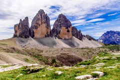 Tre Cime di Lavaredo nas dolomites de Sexten de Itália do nordeste Fotografia de Stock