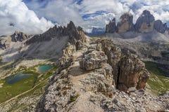 Tre Cime Di Lavaredo och Monte Paterno, Dolomites, Italien fjällängar Arkivfoton