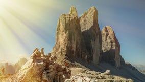 Tre Cime Di Lavaredo z pięknym niebieskim niebem, Dolomiti Di Sesto Zdjęcia Stock