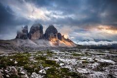 Tre Cime en la puesta del sol nublada Foto de archivo libre de regalías