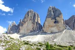 Tre Cime Three Peaks di Lavaredo Drei Zinnen, är tre av de mest berömda maxima av dolomitesna, i Sesto Dolomites, det Royaltyfri Fotografi
