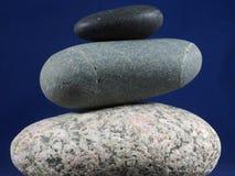 Tre ciottoli equilibrati Fotografia Stock