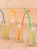 Tre collins in pieno di limonata fredda saporita Fotografie Stock