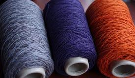 Tre coni luminosi del filato di lana immagine stock