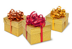 Tre contenitori di regalo attuali dorati Immagine Stock