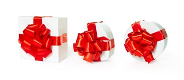 Tre contenitori di regalo bianchi del quadrato del pasteboard Fotografie Stock Libere da Diritti