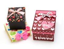 Tre contenitori di regalo fatti a mano nel bianco Fotografia Stock