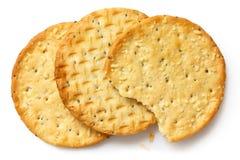 Tre cracker dorati del formaggio su bianco Immagini Stock