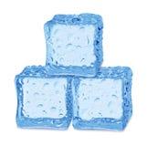 Tre cubi di ghiaccio su priorità bassa bianca immagini stock