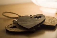 Tre cuori sulla tavola di legno Immagini Stock