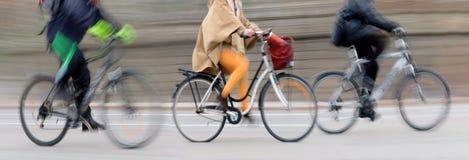 Tre cyklister Arkivbilder