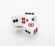 Tre dadi sulla tavola per l'insieme del gioco Immagini Stock