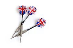 Tre dardi con il bottiglione britannico un fondo bianco Immagine Stock
