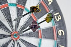 Tre dardi in dartboard fotografia stock libera da diritti