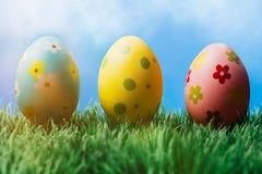 Tre dekorativa easter ägg i rad Arkivfoton