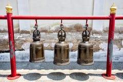 Tre delle campane della Tailandia di tradizione in tempio Fotografie Stock