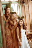 Tre donne con le corone Fotografie Stock Libere da Diritti