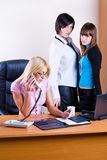 Tre donne di affari graziose fotografie stock libere da diritti