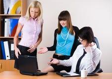 Tre donne di affari graziose fotografie stock