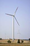 Tre energivindturbiner Arkivbild