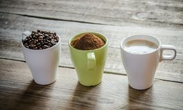 Tre etapper av kaffeförberedelse Arkivfoton