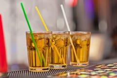Tre exponeringsglas med en uppfriskande drink arkivbild