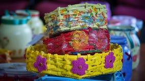 Tre färgrika handgjorda korgar Arkivfoto