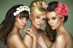 Tre fantastiska halva-nakna flickvänner Fotografering för Bildbyråer