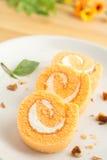 Tre fette di dolce arancio del rotolo fotografia stock