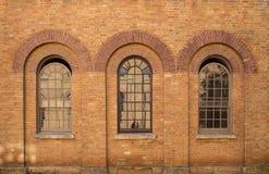 Tre finestre del mattone Immagini Stock