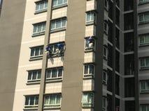Tre finestre e vetri di manutenzione degli scalatori Fotografia Stock