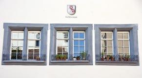 Tre finestre svizzere fotografie stock libere da diritti
