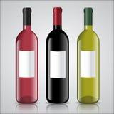 Tre flaskor av vit och rött vin med etiketter royaltyfri illustrationer