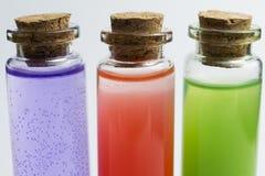 Tre flaskor för laboratoriummätning av flytande Arkivbilder