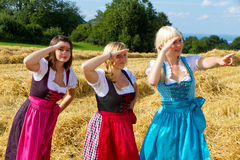Tre flickor i Dirndl Fotografering för Bildbyråer