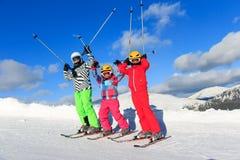 Tre flickor på skida Arkivfoton