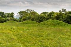 Tre forntida gravhögar, kärror eller jordfästningkullar Royaltyfria Foton