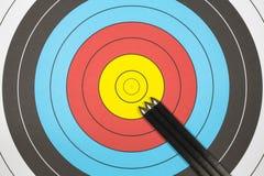Tre frecce sull'obiettivo di tiro all'arco Fotografie Stock