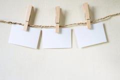 Tre fyrkanter av tomt papper Arkivfoton