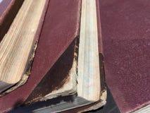 Tre gamla böcker med den röda räkningen Royaltyfria Foton