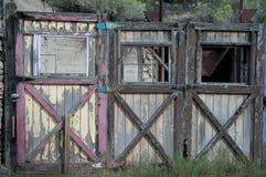 Tre gamla dörrar Arkivfoto