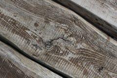 Tre gamla texturerade bräden som diagonalt ligger bakgrund Arkivfoto
