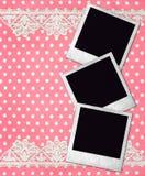 Tre gammala fotoramar över rosa bakgrund Arkivfoton
