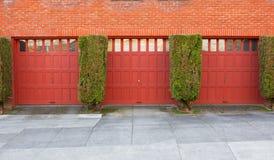 Tre garage rossi Fotografia Stock Libera da Diritti