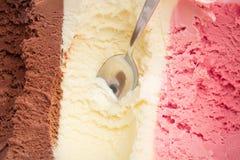 Tre generi di gelato in una scatola fotografie stock libere da diritti